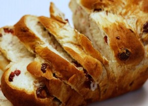 Braided Cinnamon Raisin Bread (from hiddenponies.com)
