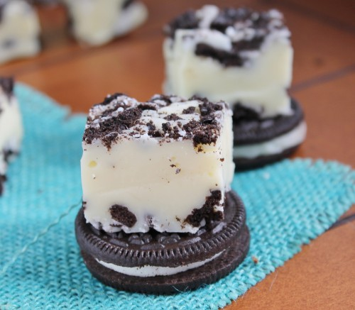Cookies & Cream Fudge - 3 ingredients, 5 minutes!!