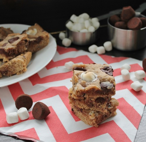 Marshmallow Chocolate Chip Squares | hiddenponies.com