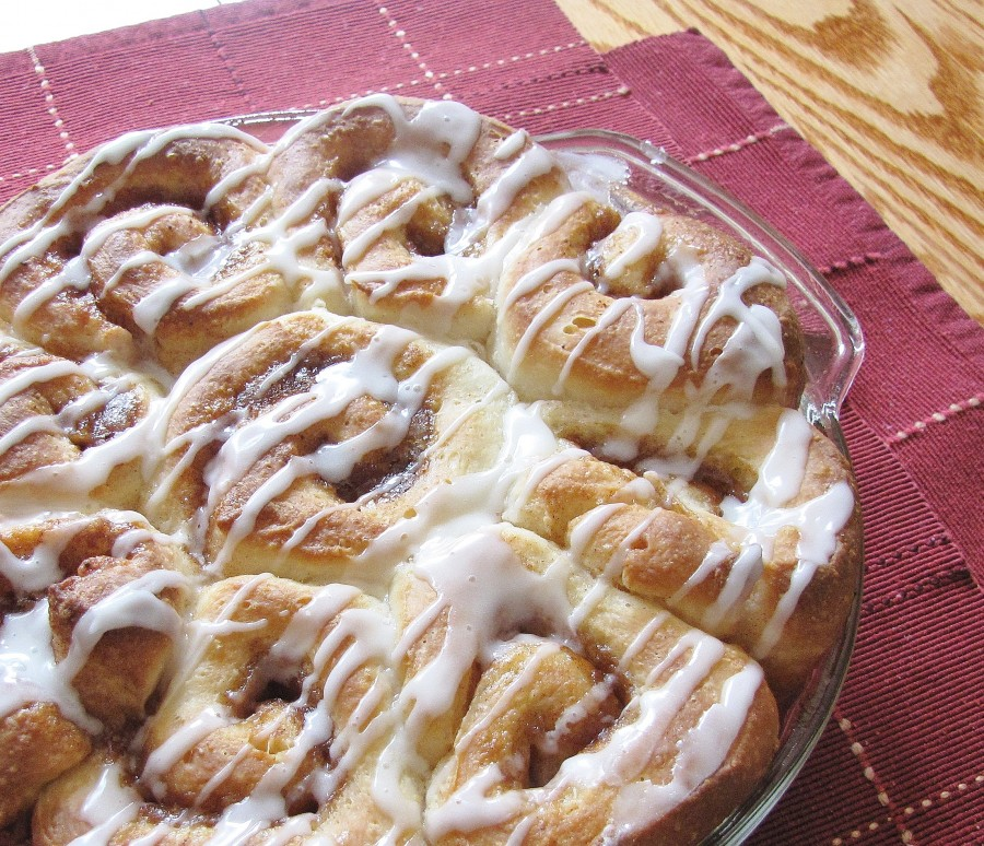 Simple, classic fluffy cinnamon buns - so easy!