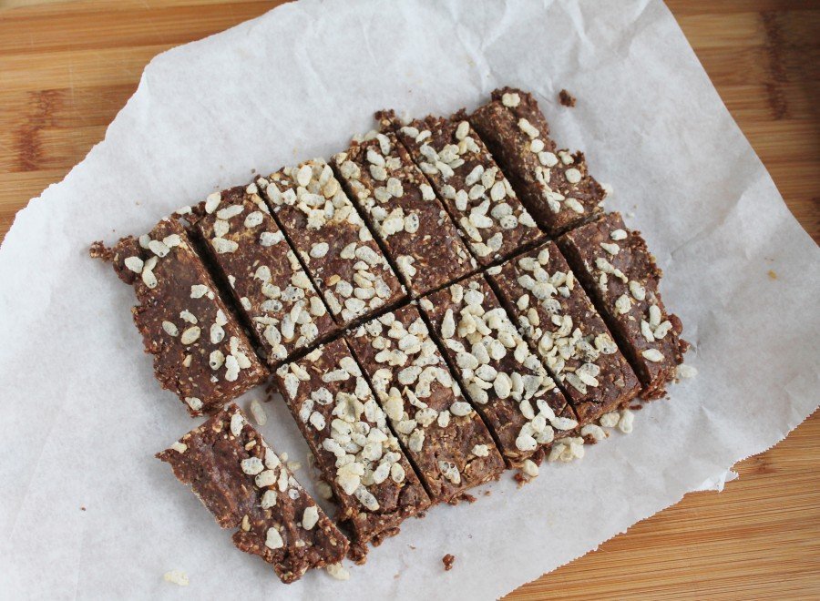 Peanut Butter & Date Snacking Bars (no bake, healthy and delicious!)(