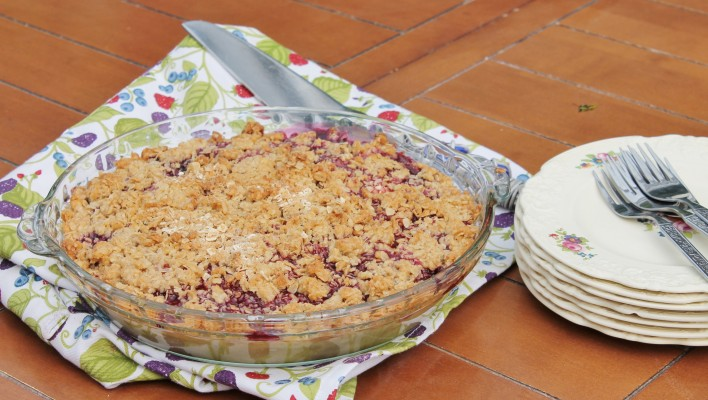 Mixed Berry Pie - the fastest pie you'll make this summer | hiddenponies.com
