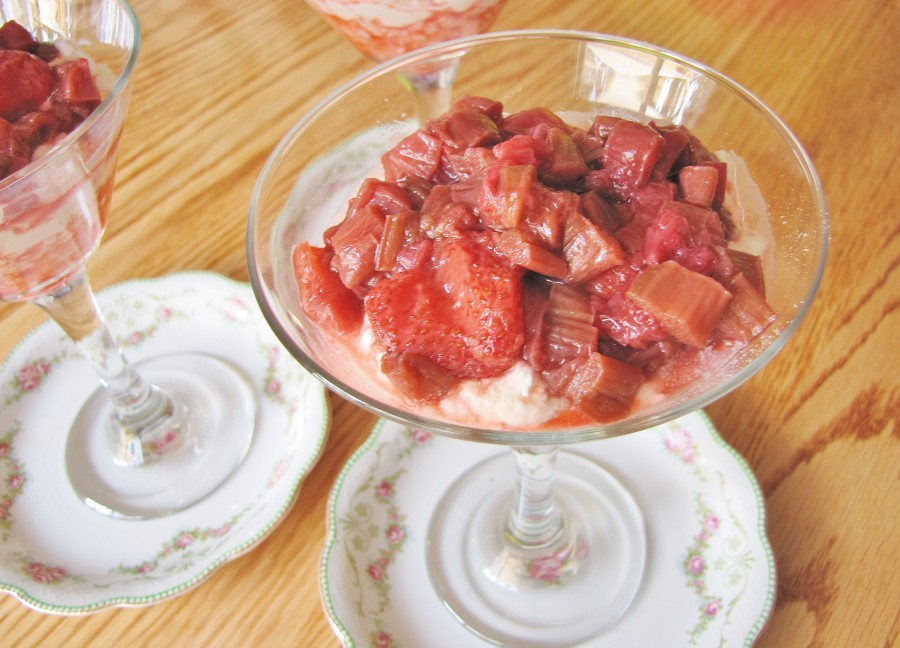 strawberry rhubarb eton mess