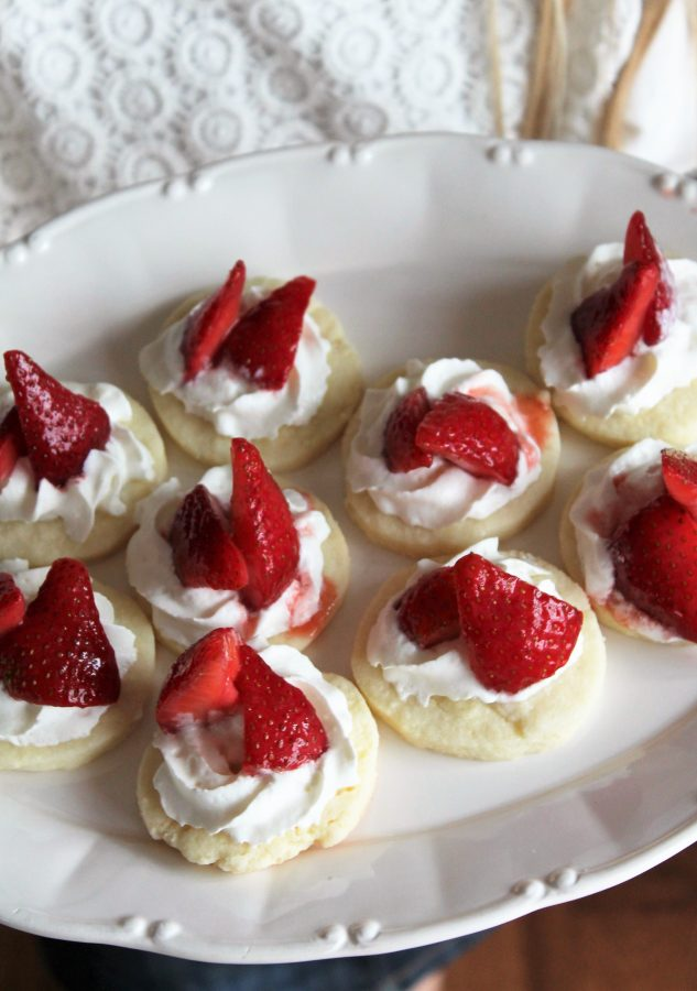 Shortbread with strawberries and whipped cream - simple and perfect!
