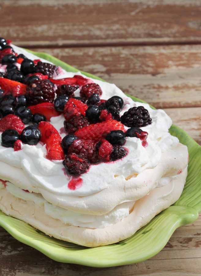 berry meringue / pavlova